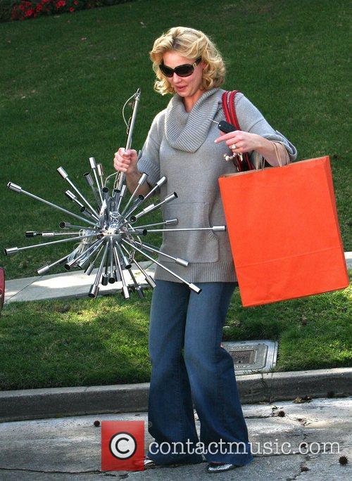 Katherine Heigel goes shopping for light fittings