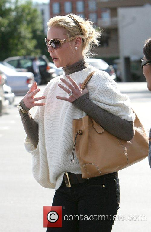 Katherine Heigl shopping in the sales at Bel...