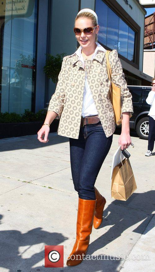 Katherine Heigl shopping on Robertson Boulevard Los Angeles,...