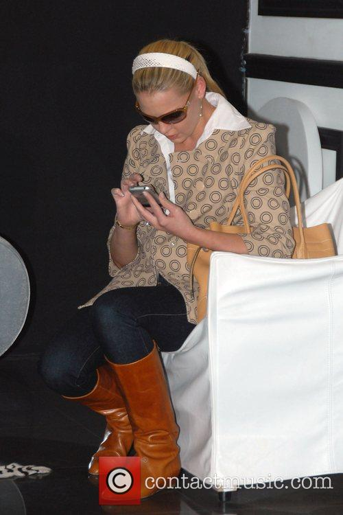 27 Dresses star Katherine Heigl shopping for accessories...