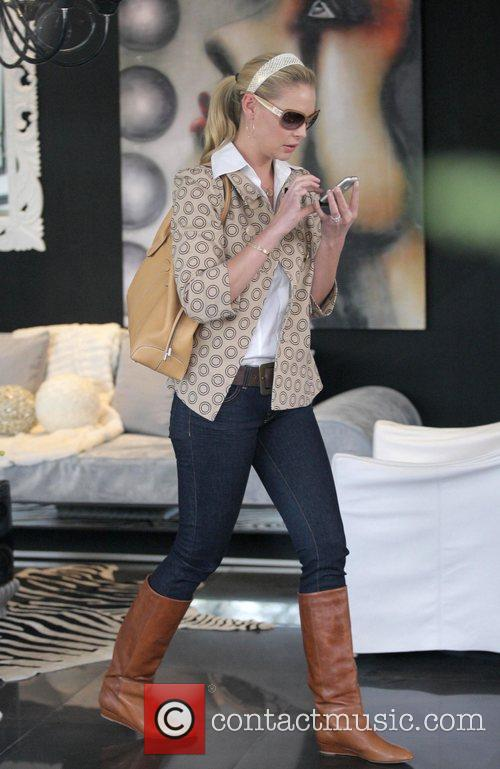 Katherine Heigl shopping for accessories for her new...