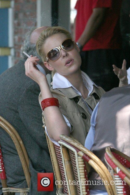 Katherine Heigl enjoying a cigarette while having lunch...