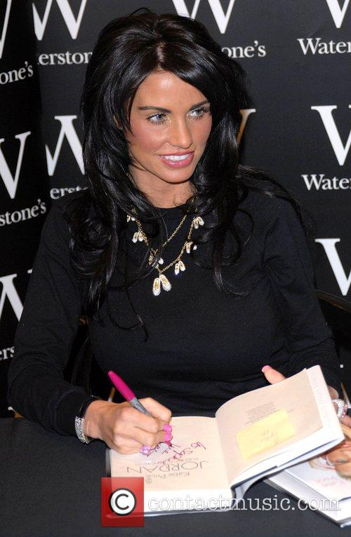 Katie Price, aka Jordan signs copies of her new book 'Pushed To The Limit' at Waterstones in Bluewater, Bluewater