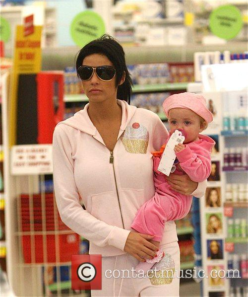 katie price with her daughter princess tiaamii went to starbucks 5120793