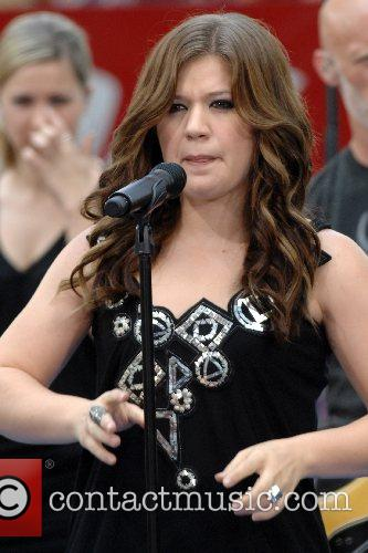 Kelly Clarkson 48
