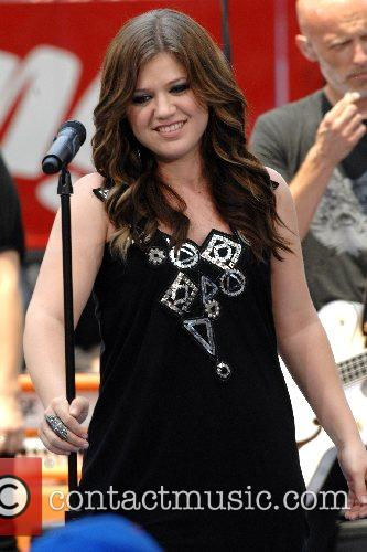 Kelly Clarkson 35