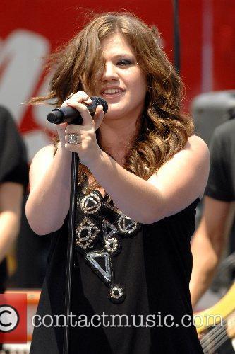 Kelly Clarkson 34