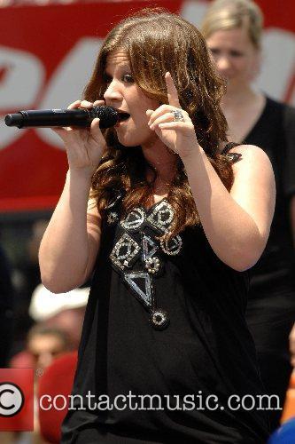 Kelly Clarkson 39