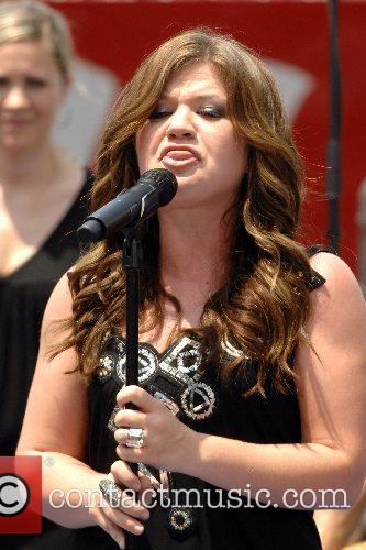 Kelly Clarkson 36
