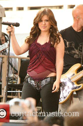 Kelly Clarkson 28