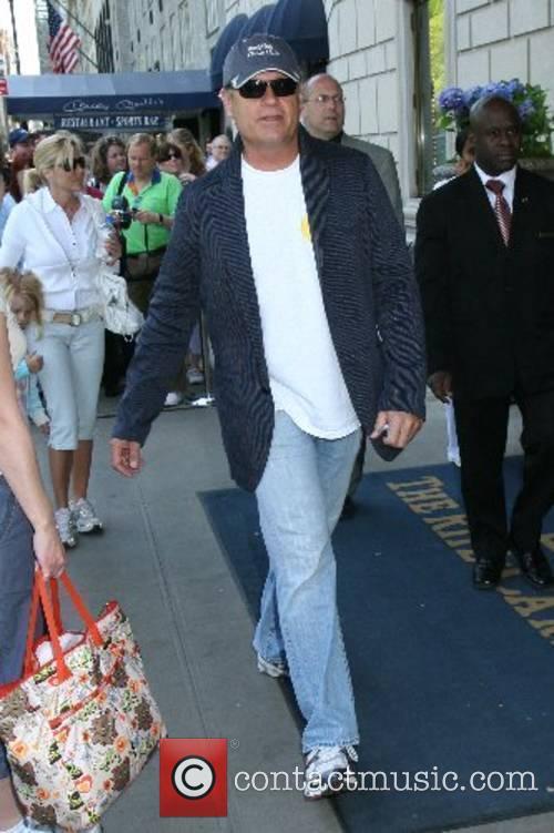 Kelsey Grammer leaving his Manhatten Hotel