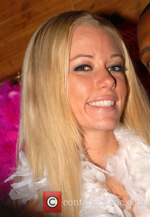 Kendra Wilkinson 5