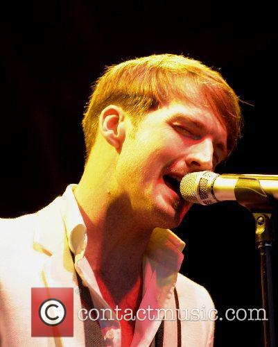 Dan Gillespie Sells  The Feeling performing live...