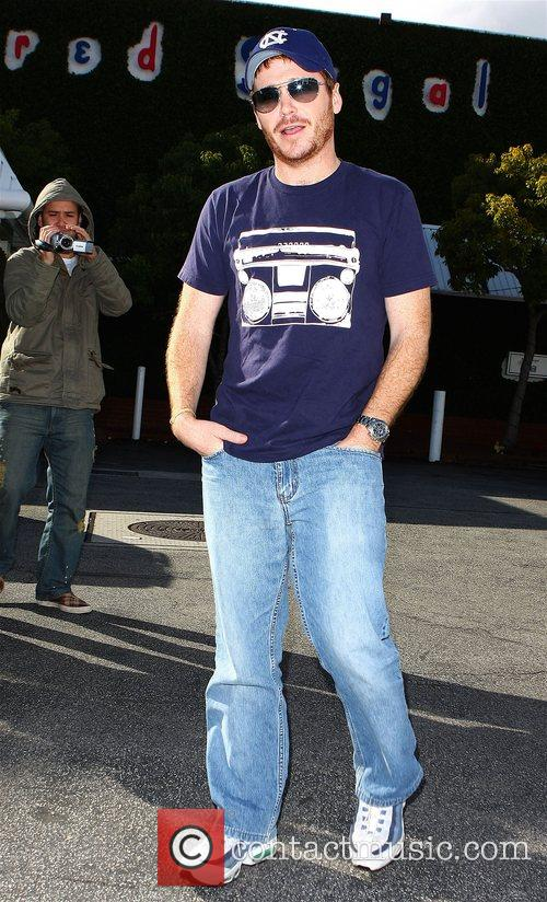 Entourage star Kevin Connolly gets a flat tire...
