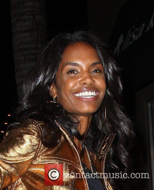 Kim Porter arriving at the Lisa Kline boutique...