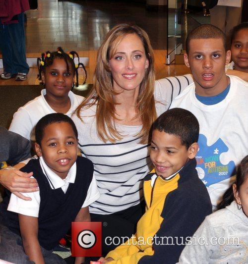Kim Raver reads to children at Barnes &...