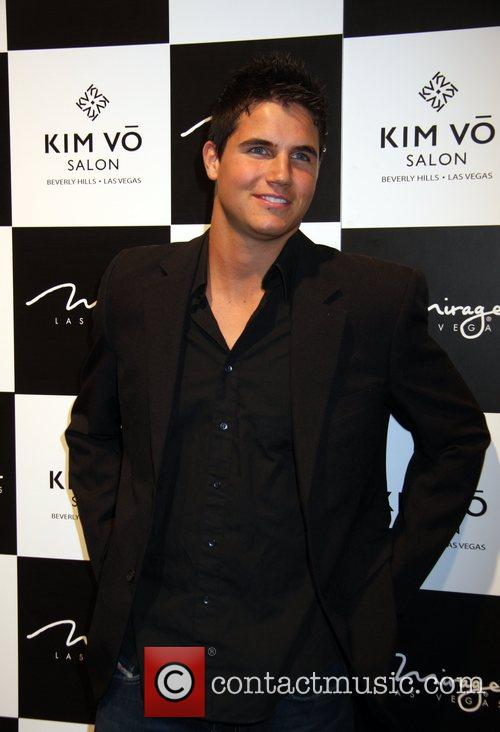 Robbie Amell 4