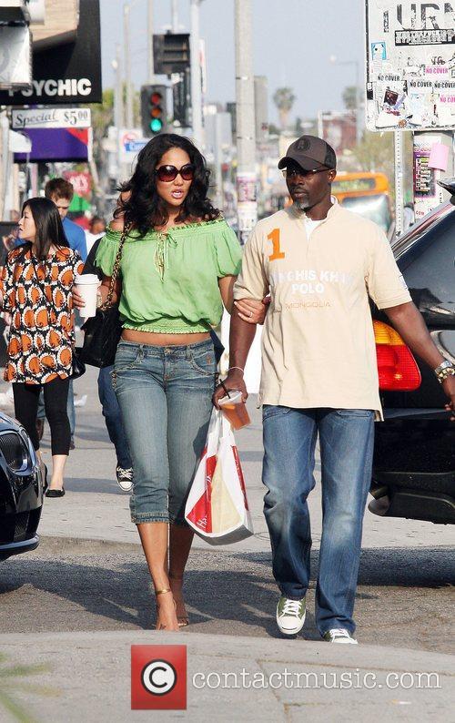 Kimora Lee and her boyfriend Djimon Hounsou shopping...