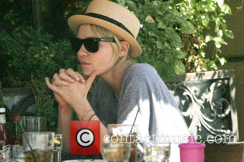 Kirsten Dunst enjoys lunch with friends