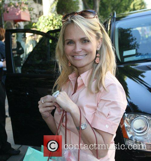 Kristin Chenoweth carrying a large Surly Girl shopping...