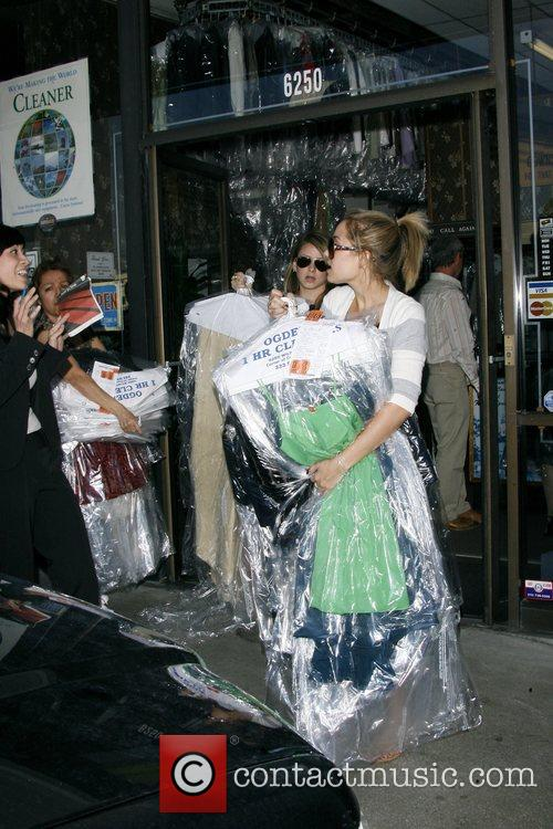 Lauren Conrad and Friend Picking Up Her Dry Cleaning 11