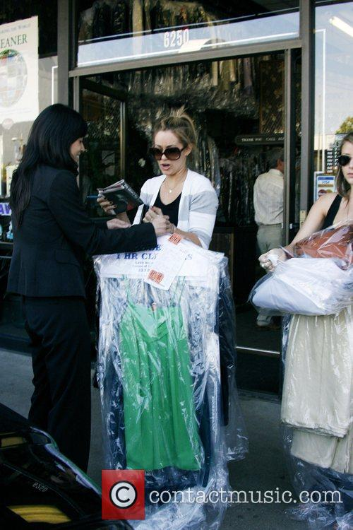 Lauren Conrad and Friend Picking Up Her Dry Cleaning 8