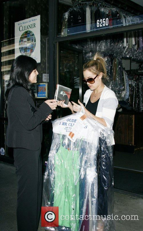 Lauren Conrad and Friend Picking Up Her Dry Cleaning 7