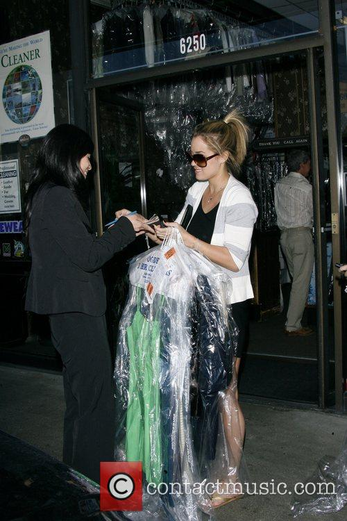 Lauren Conrad and Friend Picking Up Her Dry Cleaning 2