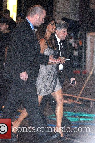 Halle Berry and David Letterman 5