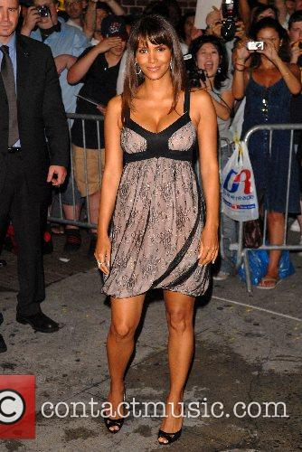 Halle Berry and David Letterman 6