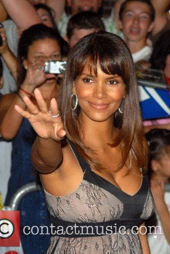 Halle Berry and David Letterman 8