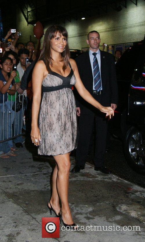 Halle Berry and David Letterman 16
