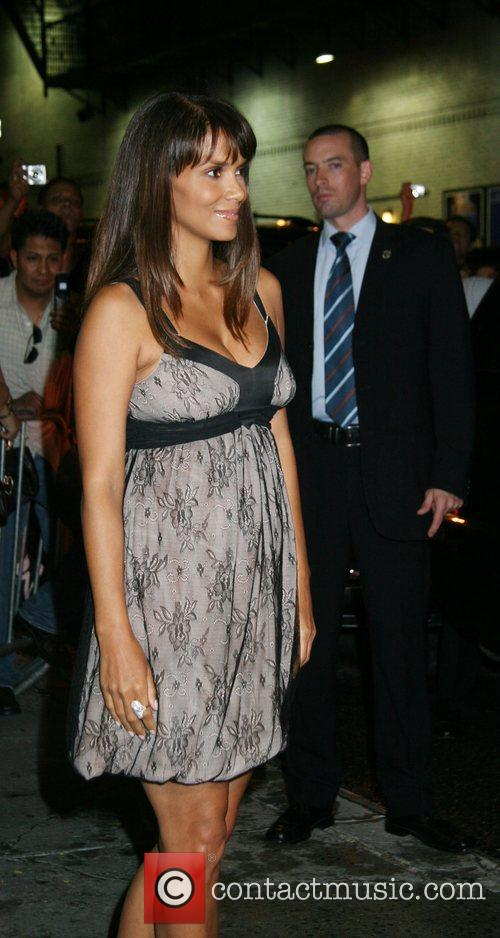 Halle Berry and David Letterman 15