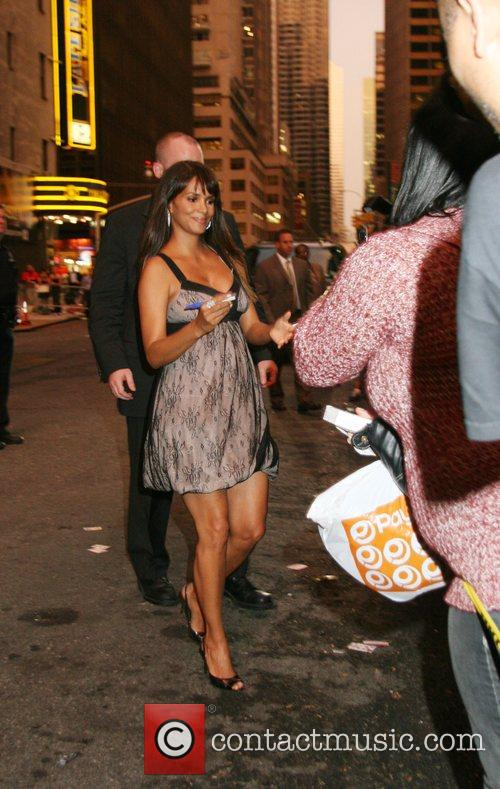 Halle Berry and David Letterman 14