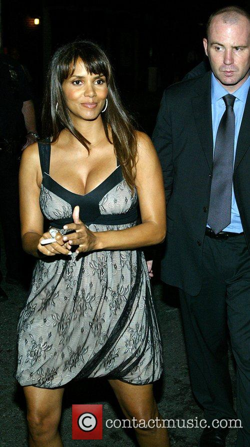 Halle Berry and David Letterman 1