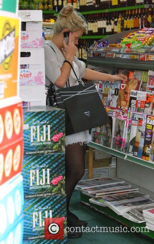 Lily Allen stops off at a newsagent before...