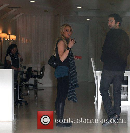 Lindsay Lohan goes to a hair salon Los...