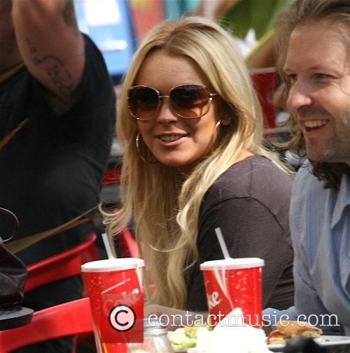 Lindsay Lohan having lunch at a pizza restaurant...