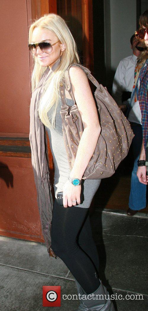Lindsay Lohan leaving a restaurant after having lunch...