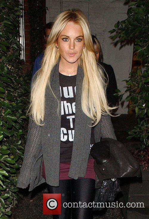 Lindsay Lohan leaving a hair salon