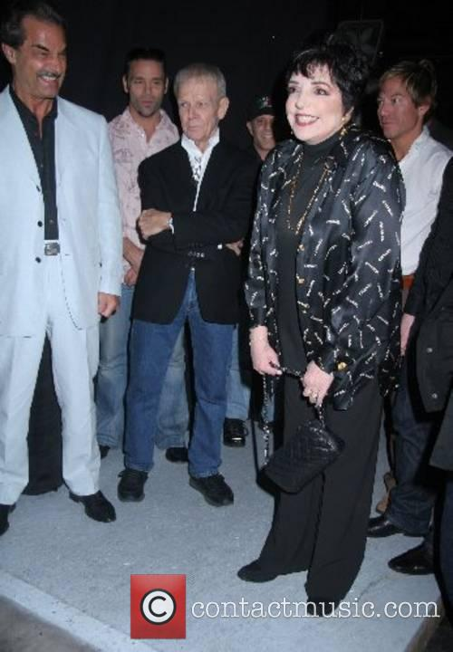 Liza Minnelli meets with the Russian cast of...