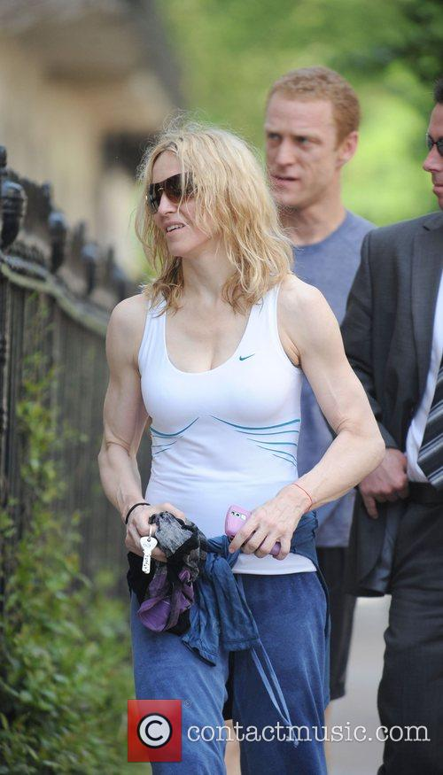 Leaves her gym looking very muscular