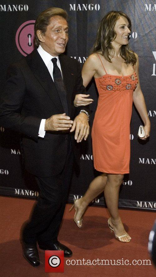 Valentino and Elizabeth Hurley 5