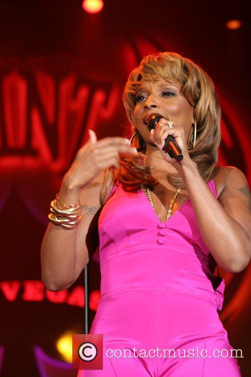 Mary J. Blige performing live at The Joint...