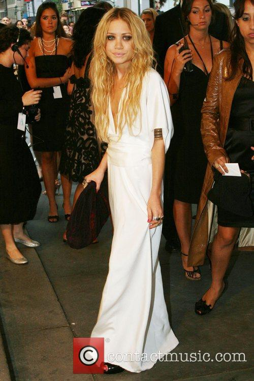 * MARY-KATE OLSEN HOSPITALISED Actress MARY-KATE OLSEN is...