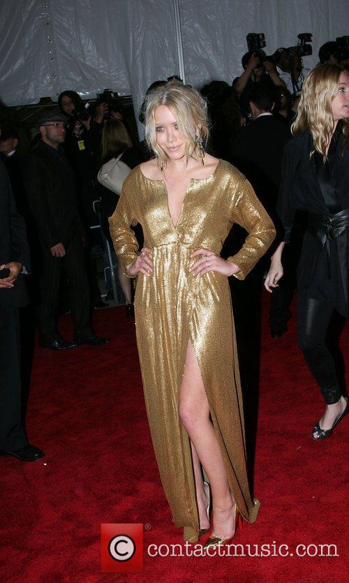 Mary-Kate Olsen  'Superheroes: Fashion and Fantasy' Costume...