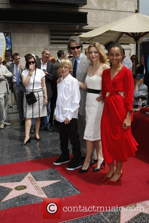 David E Kelley, Michelle Pfeiffer With Their Children Claudia and John 8