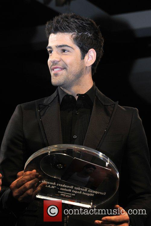 Miguel Munoz receiving award at the European Border...