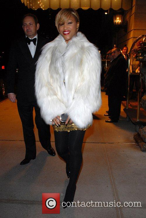Eve leaving her hotel in a white fur