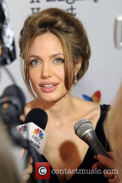 Angelina Jolie 35